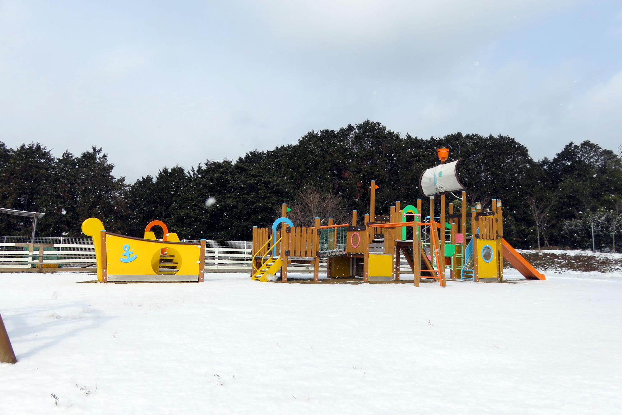 大型遊具・雪